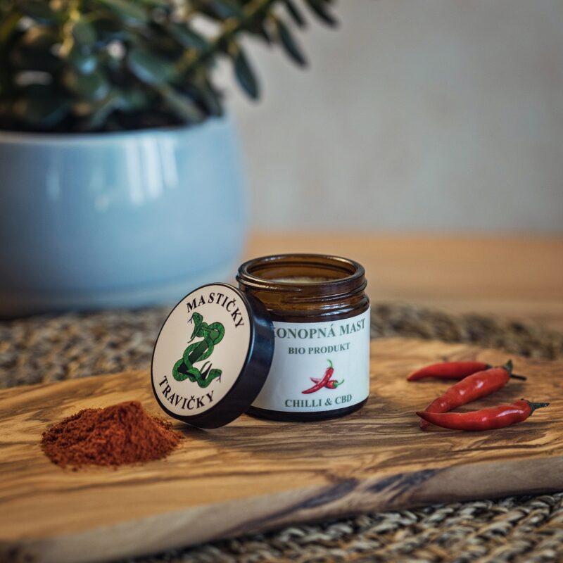 Domácí konopná mast s chilli - mírně pálivá
